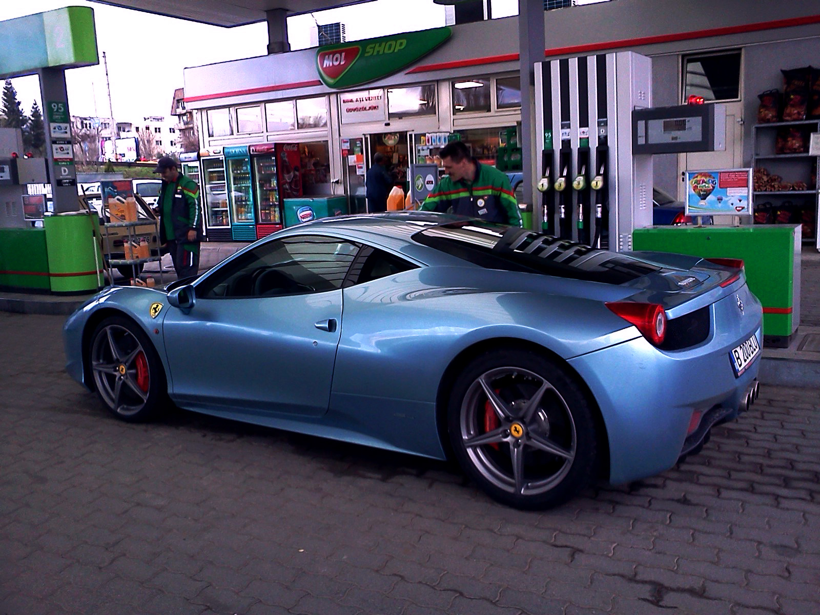 video blue ferrari 458 italia spotted in romania - Ferrari 458 Blue And White