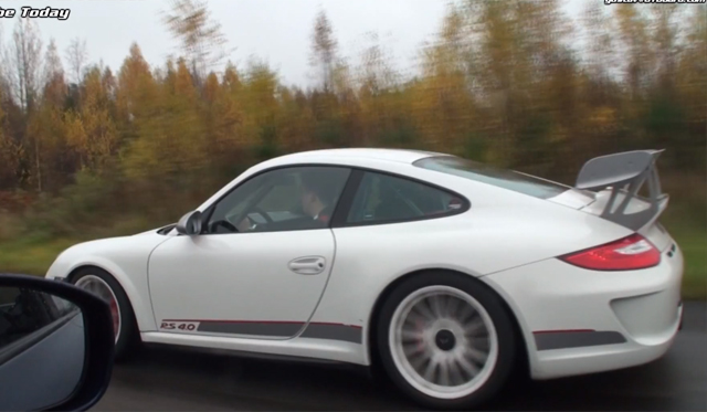 Video: Porsche 911 GT3 RS 4.0 vs 530hp Nissan GT-R