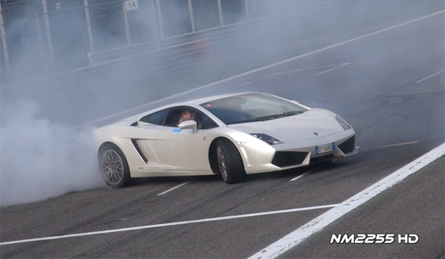 Video: Lamborghini Gallardo LP560-4 Doing Donuts at Monza