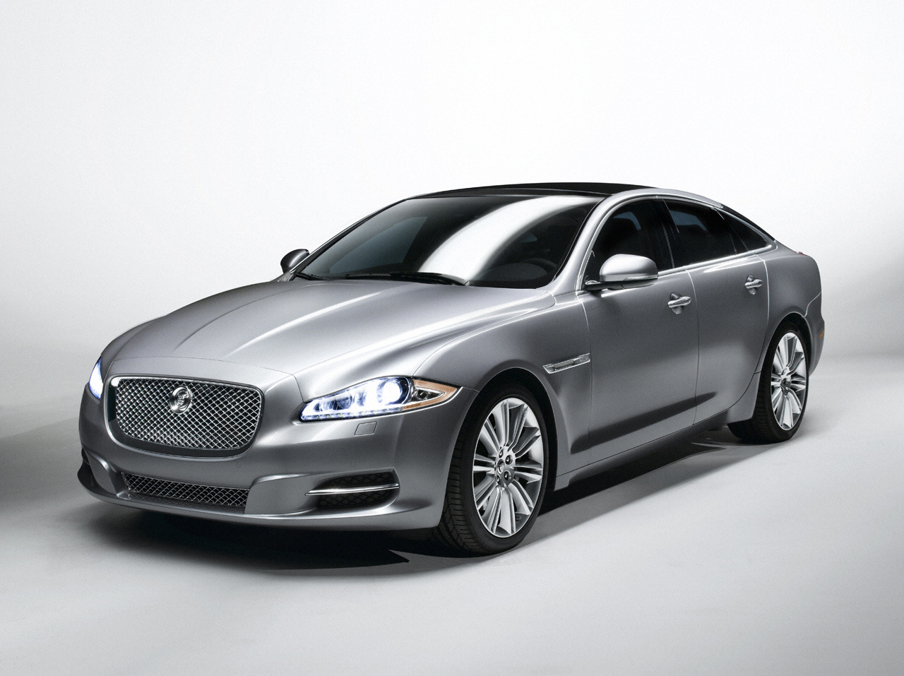 Report Jaguar Xj To Get Second Body Style