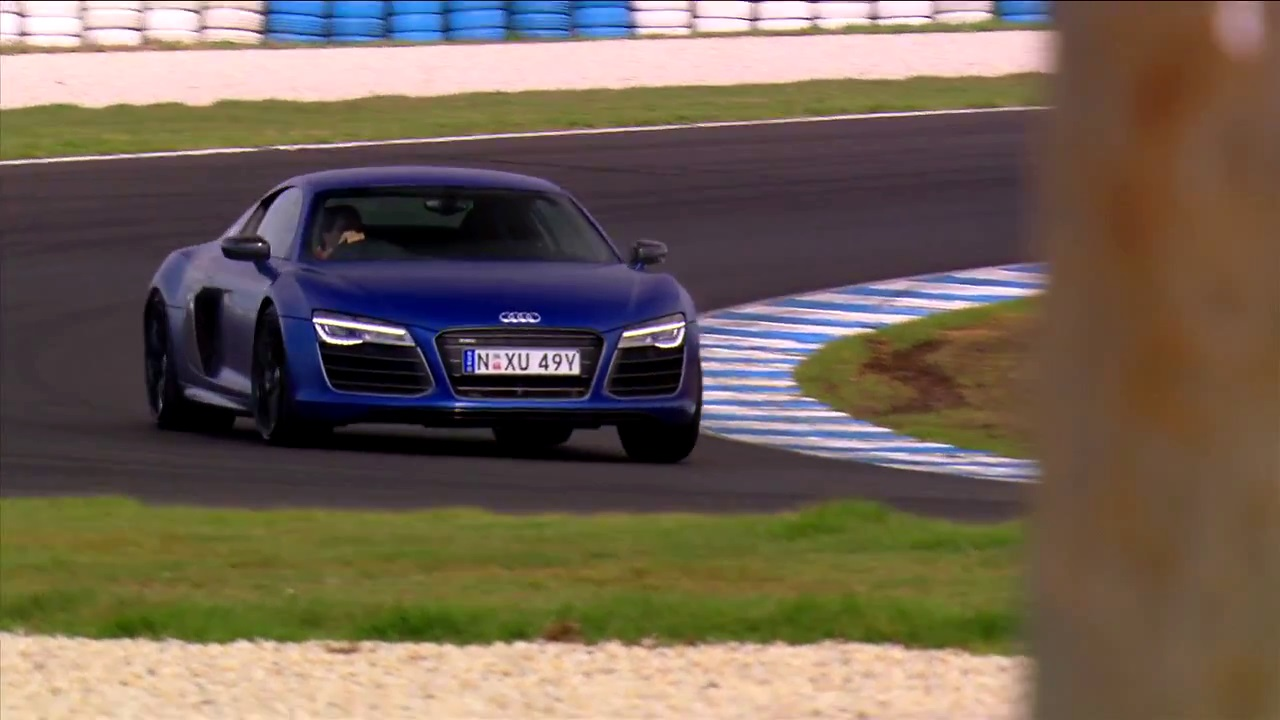 video audi r8 v10 plus takes on the philip island grand prix circuit gtspirit. Black Bedroom Furniture Sets. Home Design Ideas