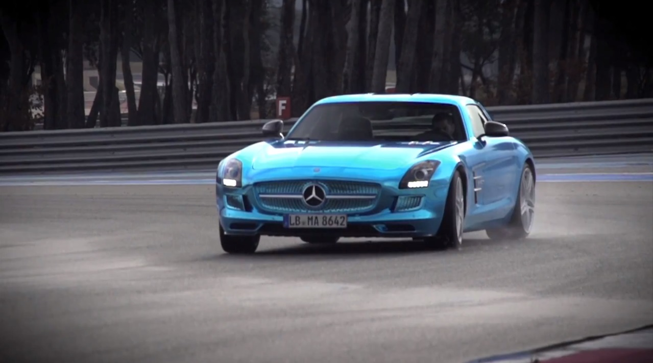 Video chris harris drifts the mercedes benz sls amg for Mercedes benz electric drive