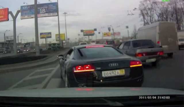 Video: Crazy Russian Audi R8 Driver Putting Lives at Risk