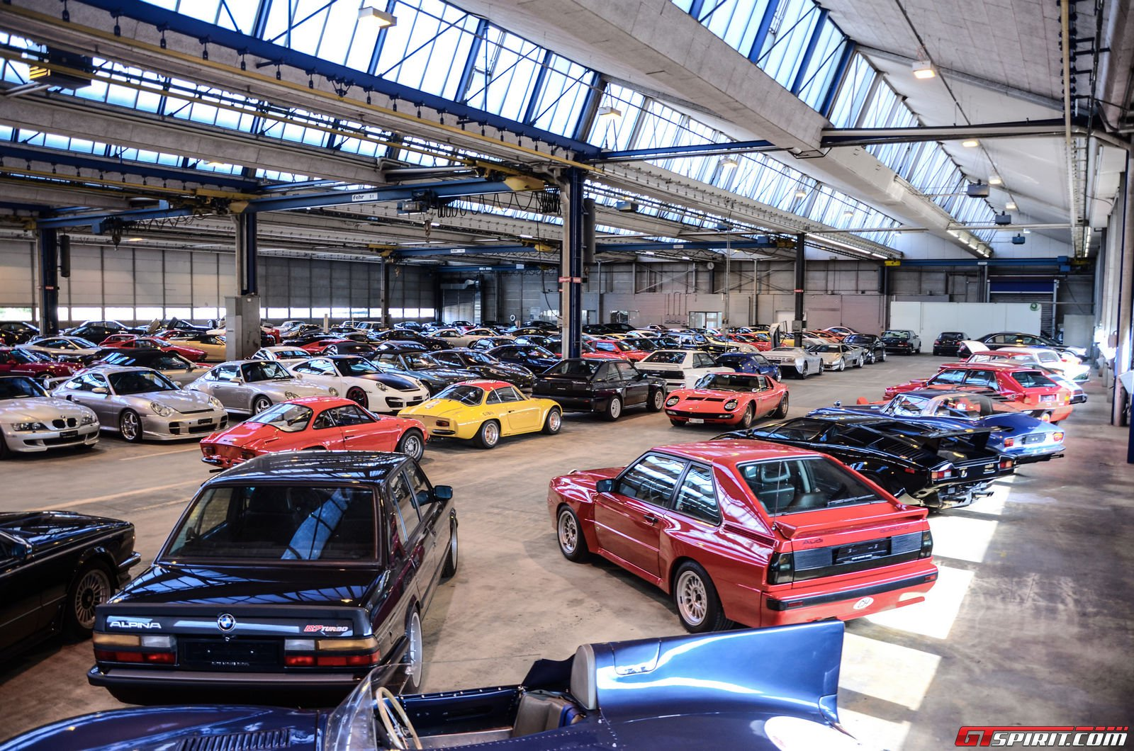 Exclusive elite garage a dream collection gtspirit for Garage auto les milles
