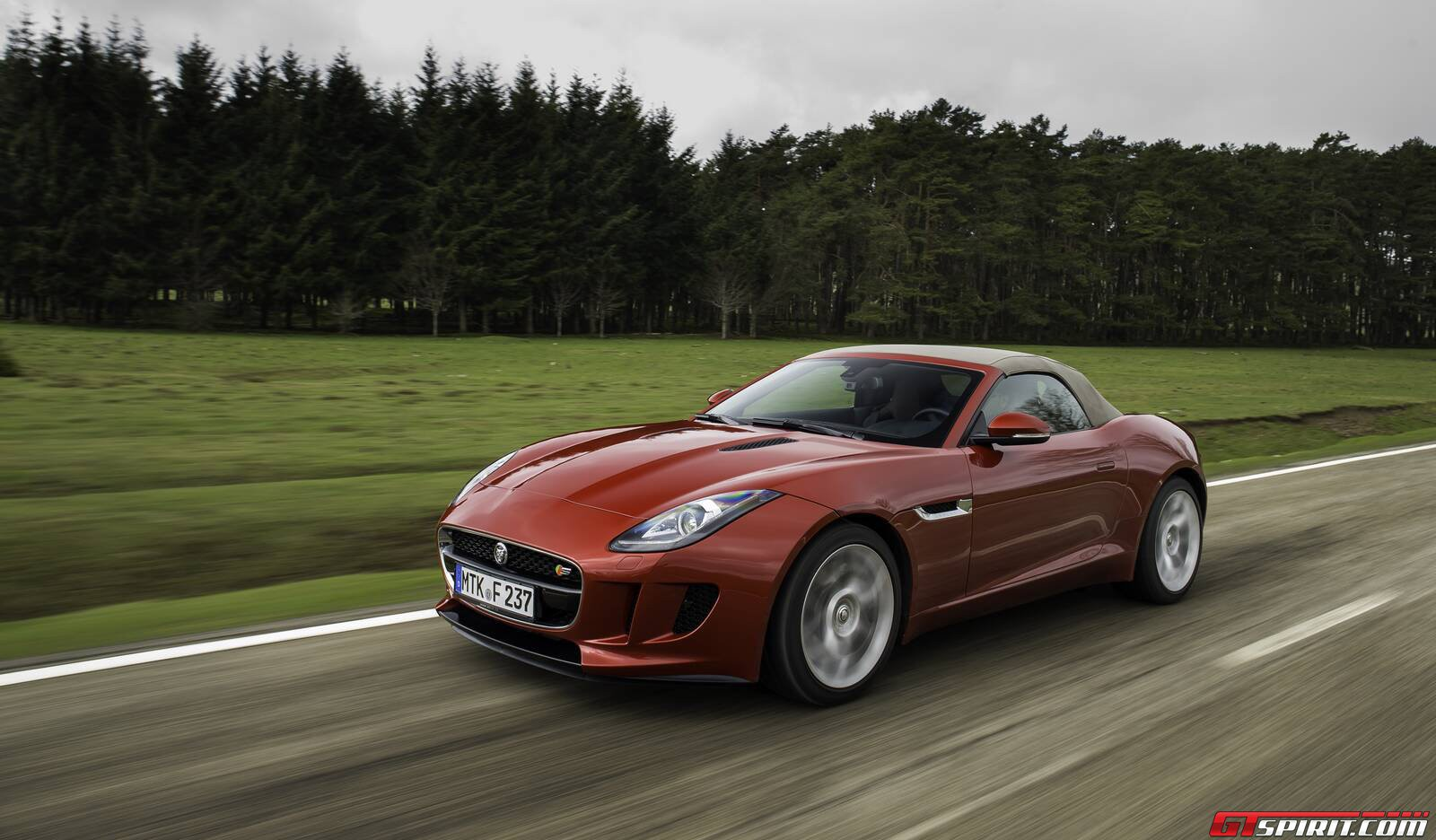 first drive jaguar f type v6 s gtspirit. Black Bedroom Furniture Sets. Home Design Ideas
