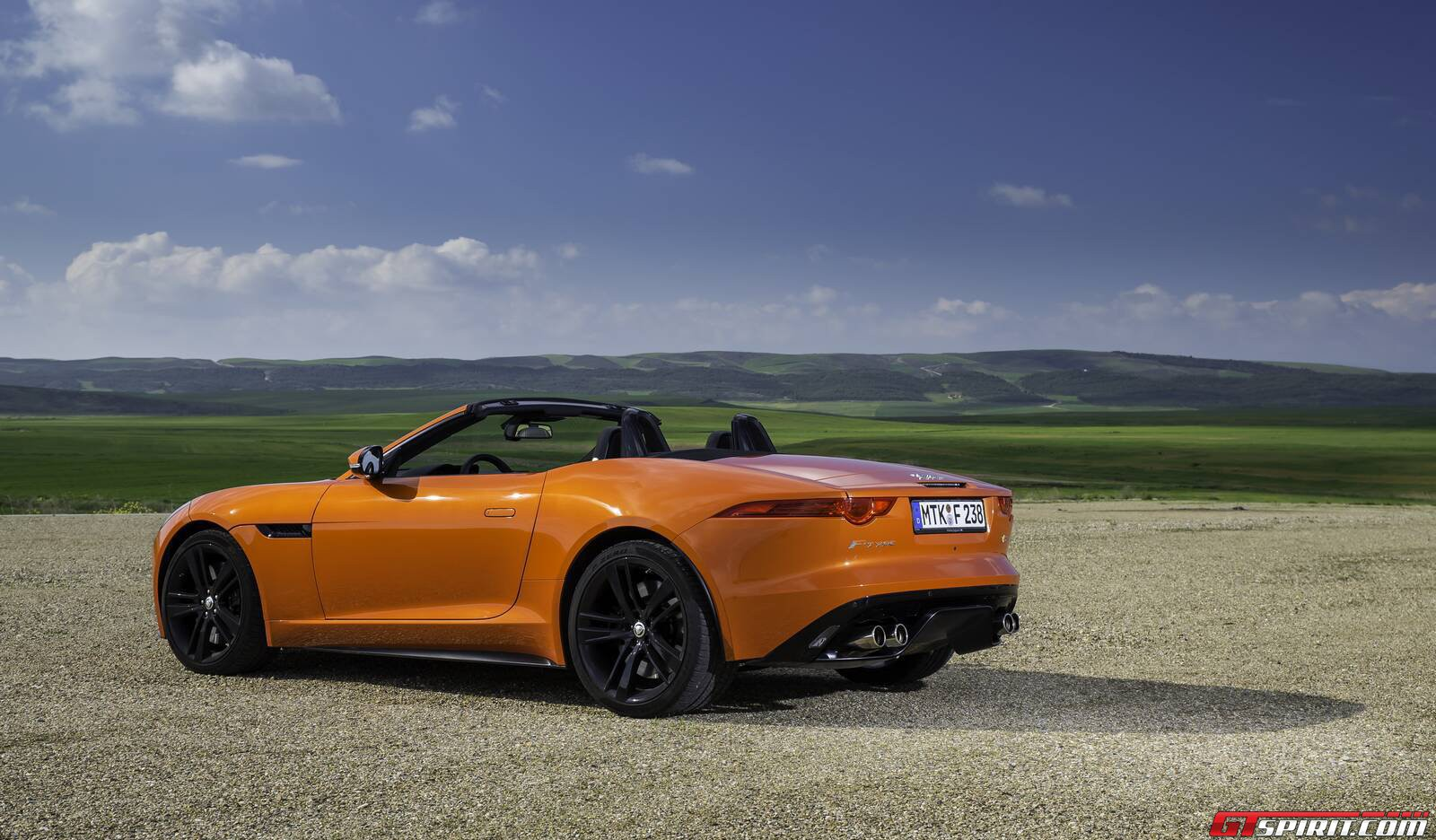 first drive jaguar f type v8 s gtspirit. Black Bedroom Furniture Sets. Home Design Ideas