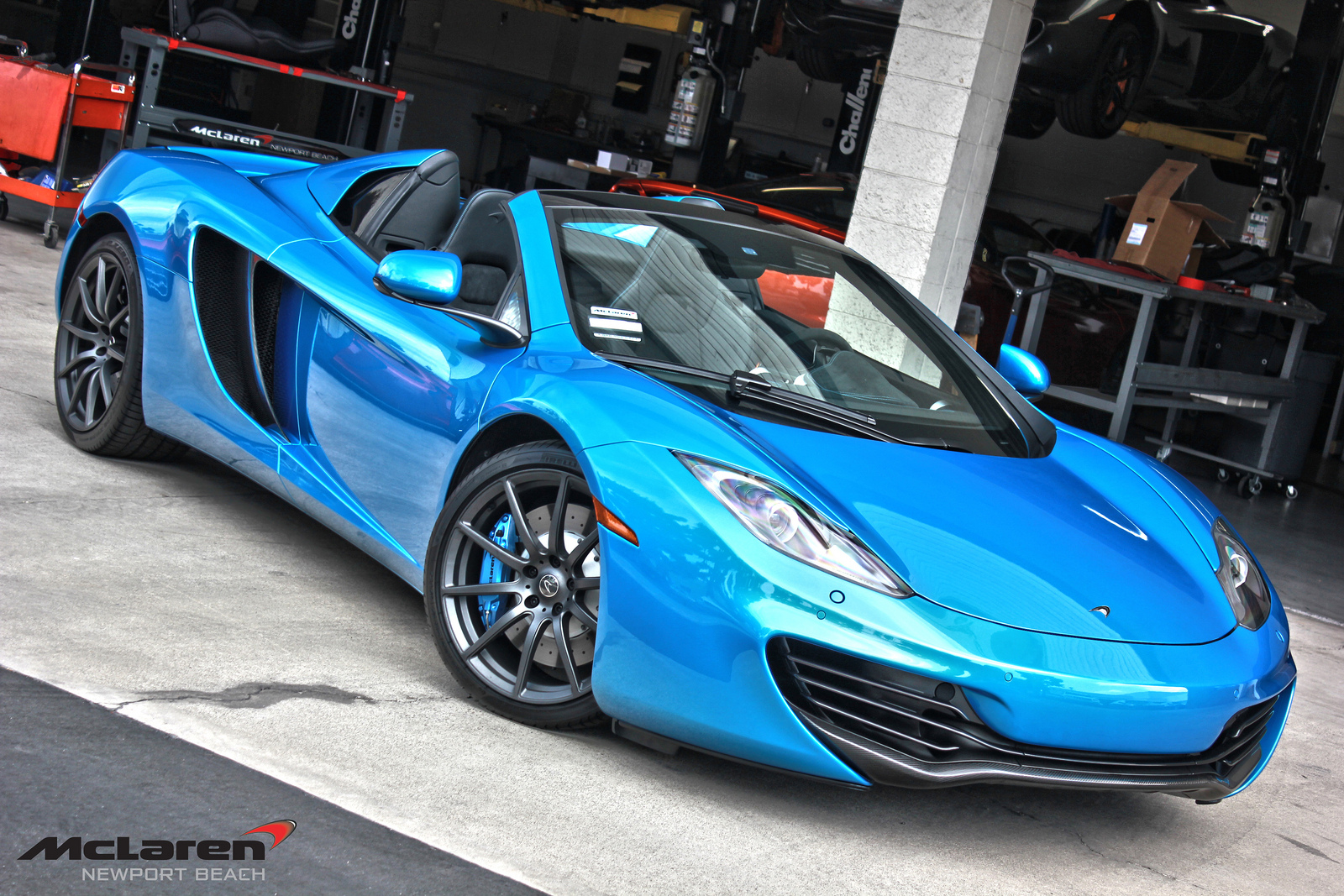 gallery: blue mclaren 12c spider at mclaren newport beach - gtspirit