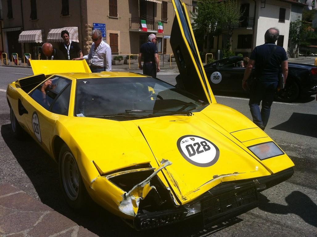 Car Crash Lamborghini Countach Lp400 Crashes Into Countach Lp500s