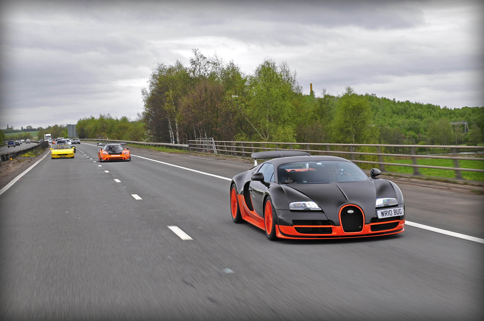 Video: Bugatti Veyron Super Sport WRE Flybys - GTspirit