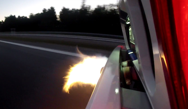 Video: 813hp Ford GT Spitting Flames at 345km/h