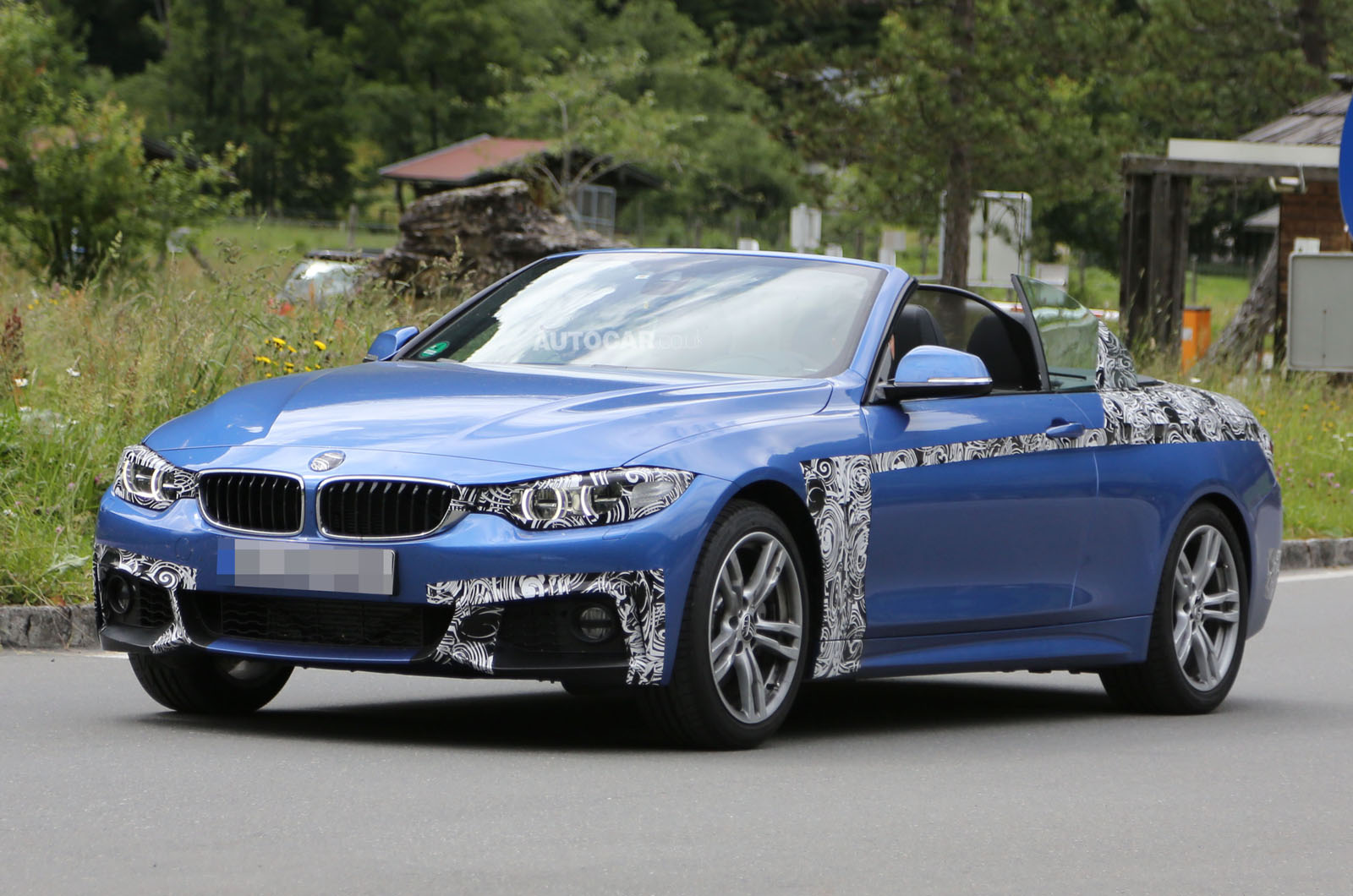 spyshots 2014 bmw 4 series cabriolet spotted in italy gtspirit. Black Bedroom Furniture Sets. Home Design Ideas