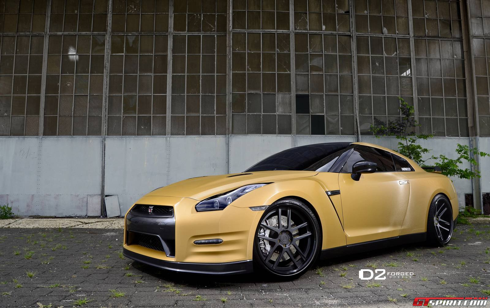 Gold Wrapped Nissan GT-R with 21-inch D2Forged Wheels ...