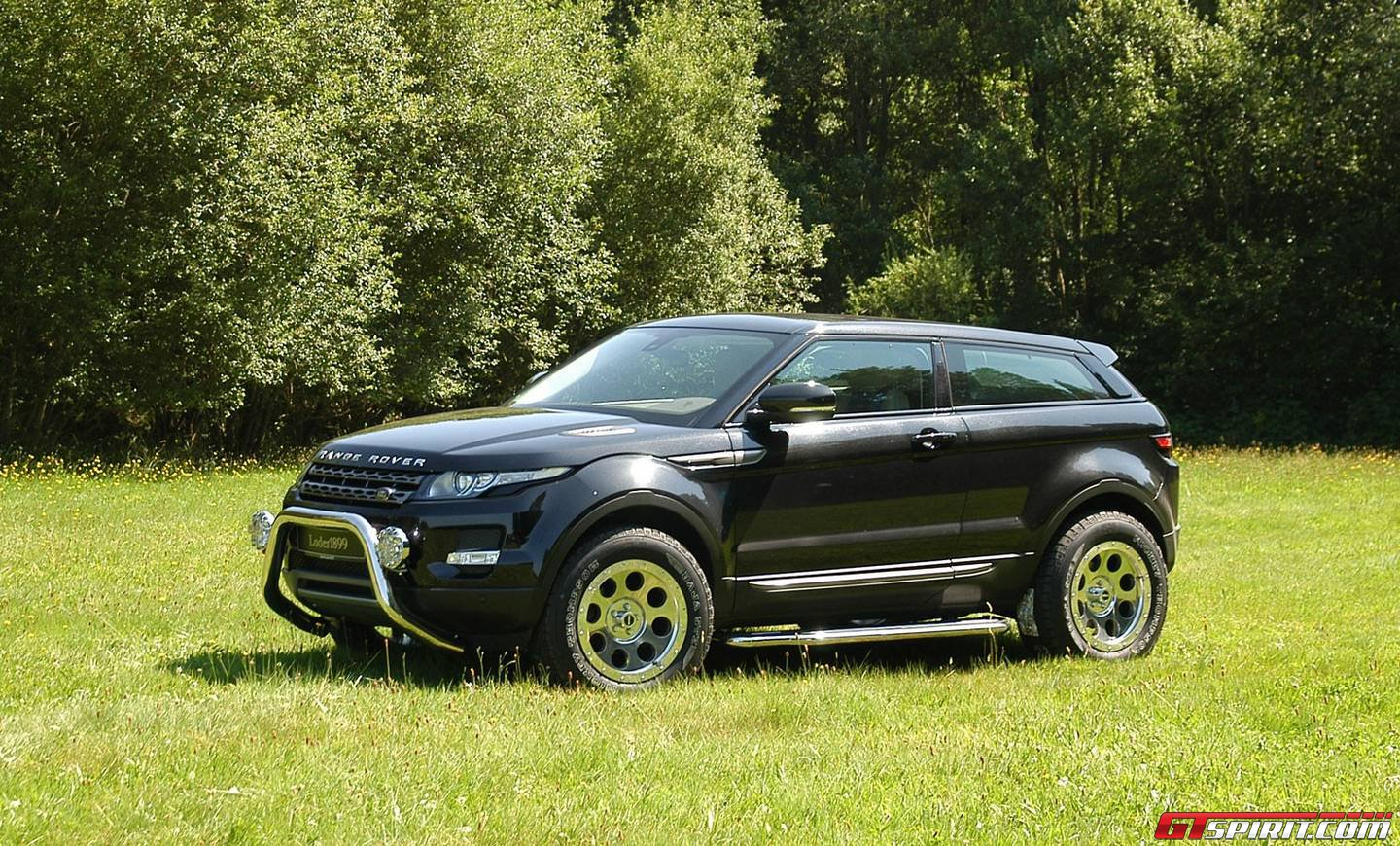 official loder1899 range rover evoque off road gtspirit. Black Bedroom Furniture Sets. Home Design Ideas