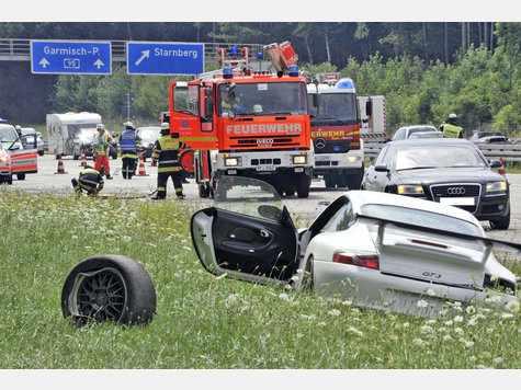 Car Crash: Porsche 996 GT3 Kills Toyota Yaris Driver on German A95
