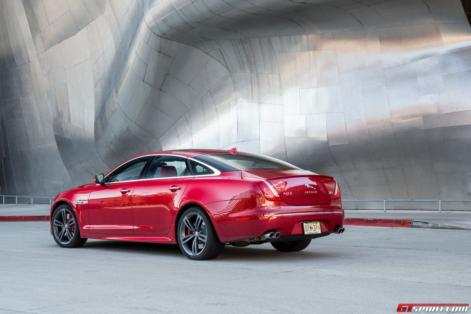 2014 Jaguar XJR officially unveiled with 550-hp supercharged V8 ...