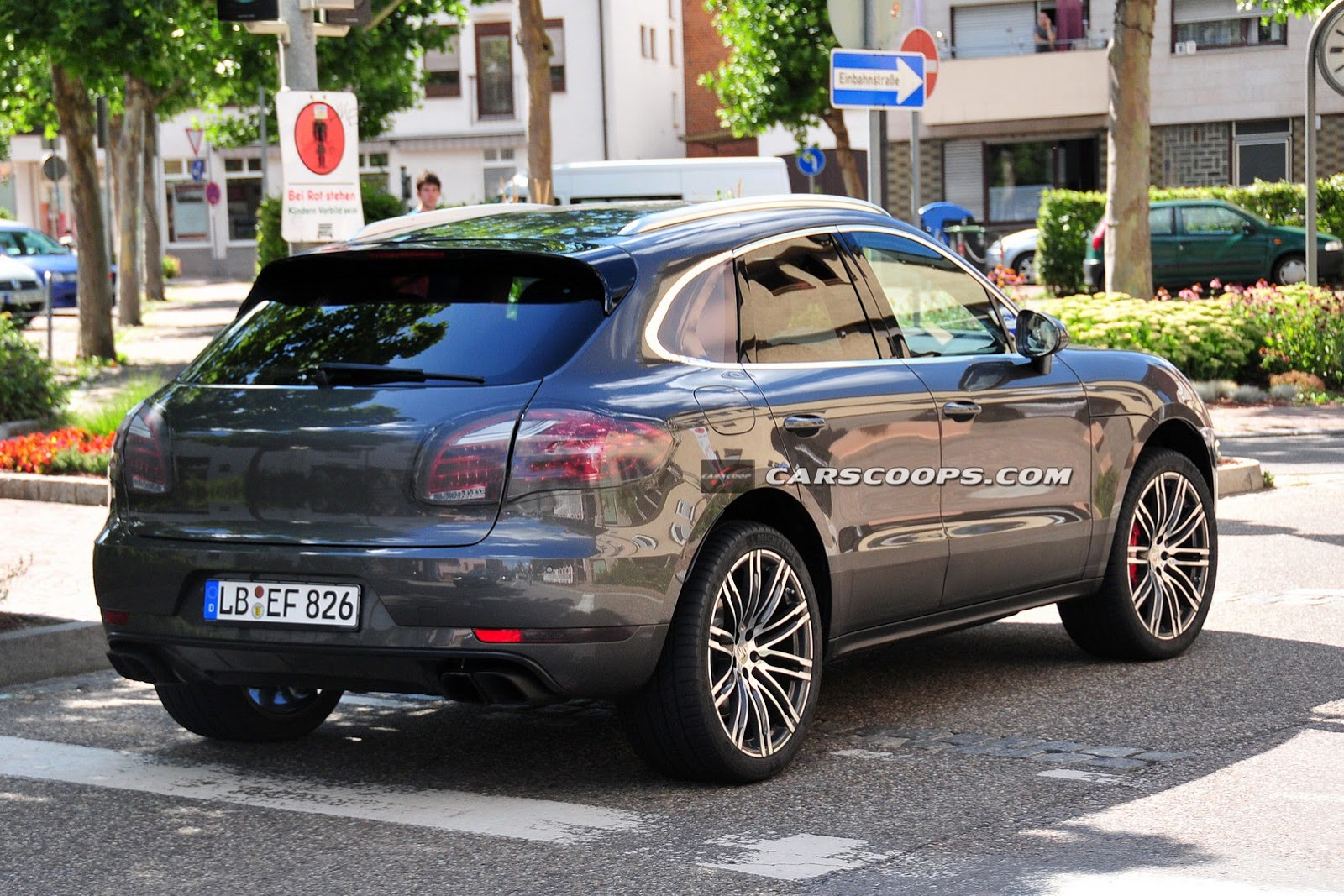 Spyshots 2015 Porsche Macan Turbo Snapped Undisguised Gtspirit