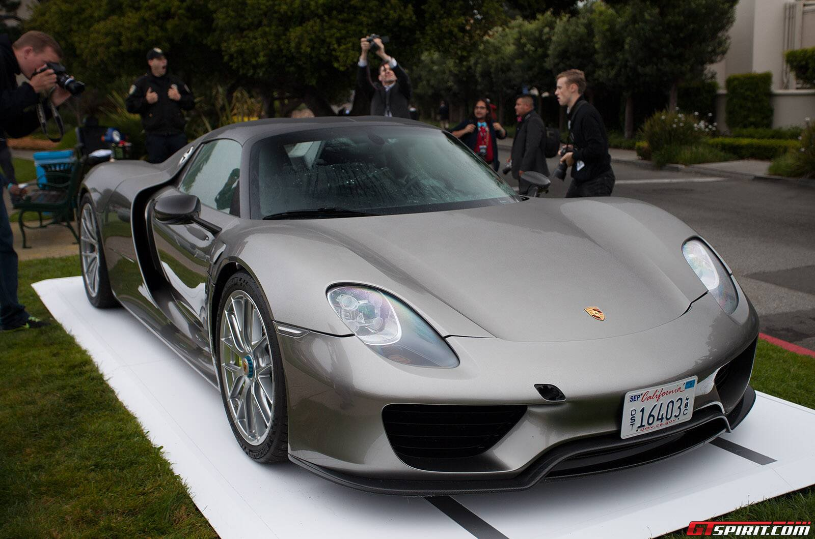 pebble beach 2013 porsche 918 spyder gtspirit. Black Bedroom Furniture Sets. Home Design Ideas