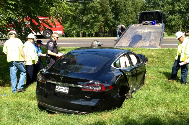 Car Crash: Black Tesla Model S Wrecked in Tennessee