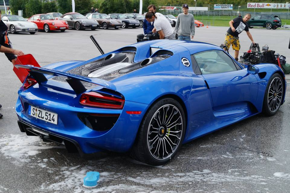 porsche 918 spyder blue. the porsche 918 spyder comes fitted with a midmounted 46litre v8 engine producing 608 bhp independently u2013 highest specific power of any naturally blue e