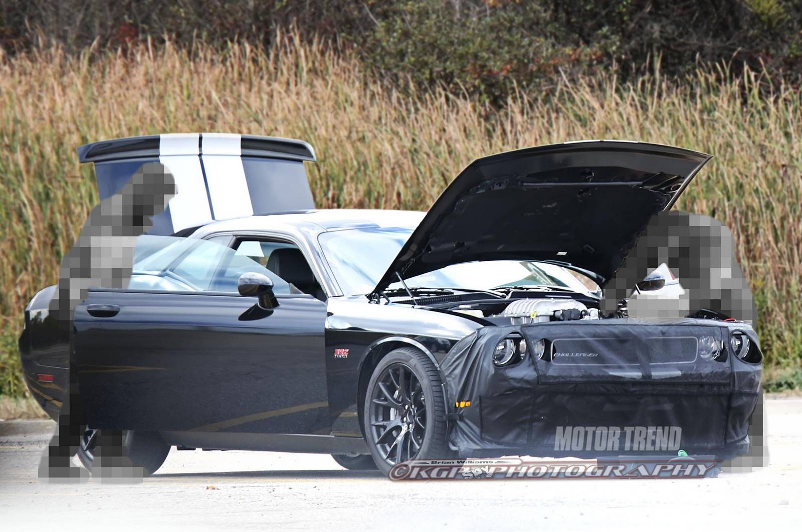 2015 dodge challenger spied sporting new hellcat hemi v8 gtspirit. Black Bedroom Furniture Sets. Home Design Ideas