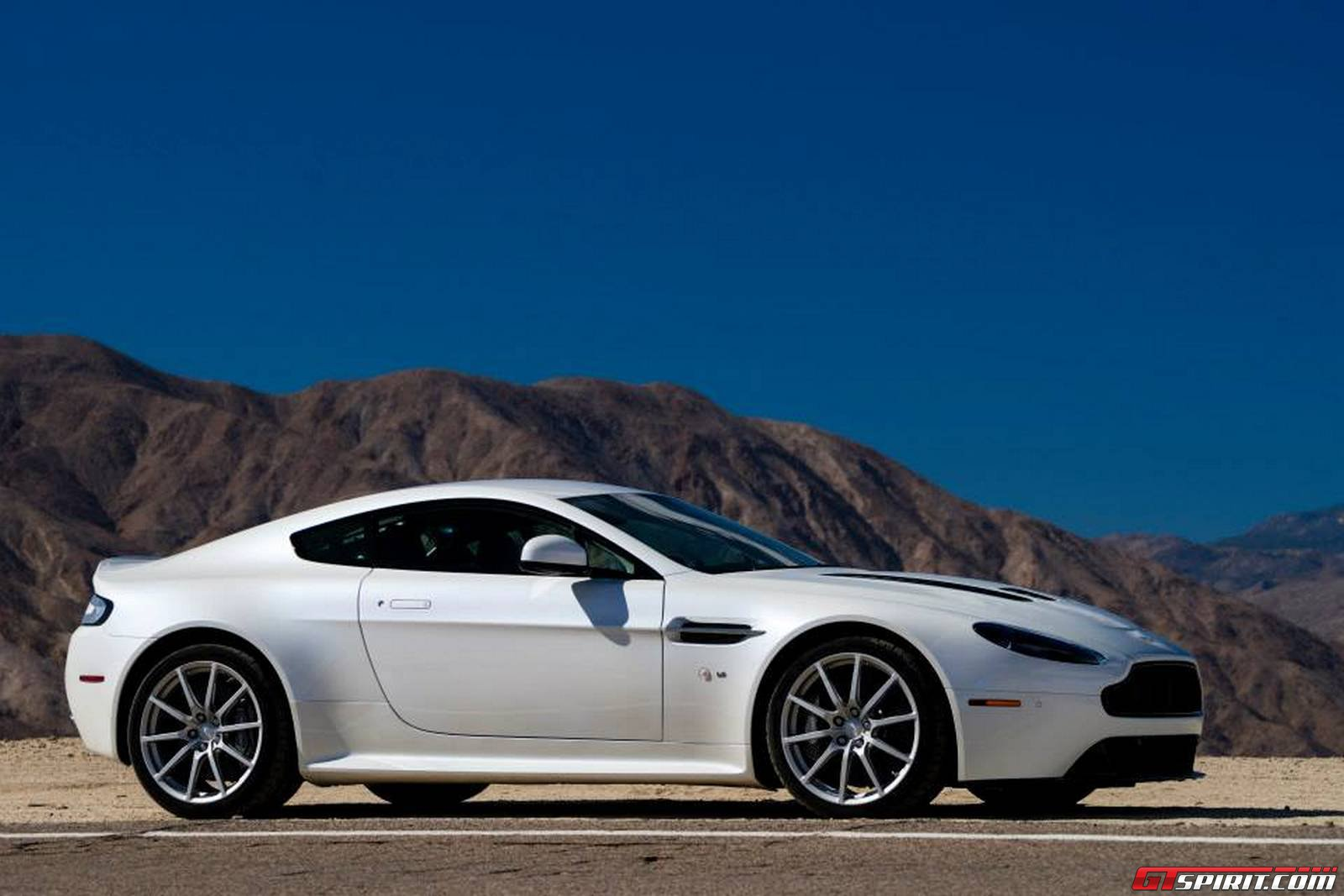 white aston martin v12 vantage s in palm springs california gtspirit. Black Bedroom Furniture Sets. Home Design Ideas