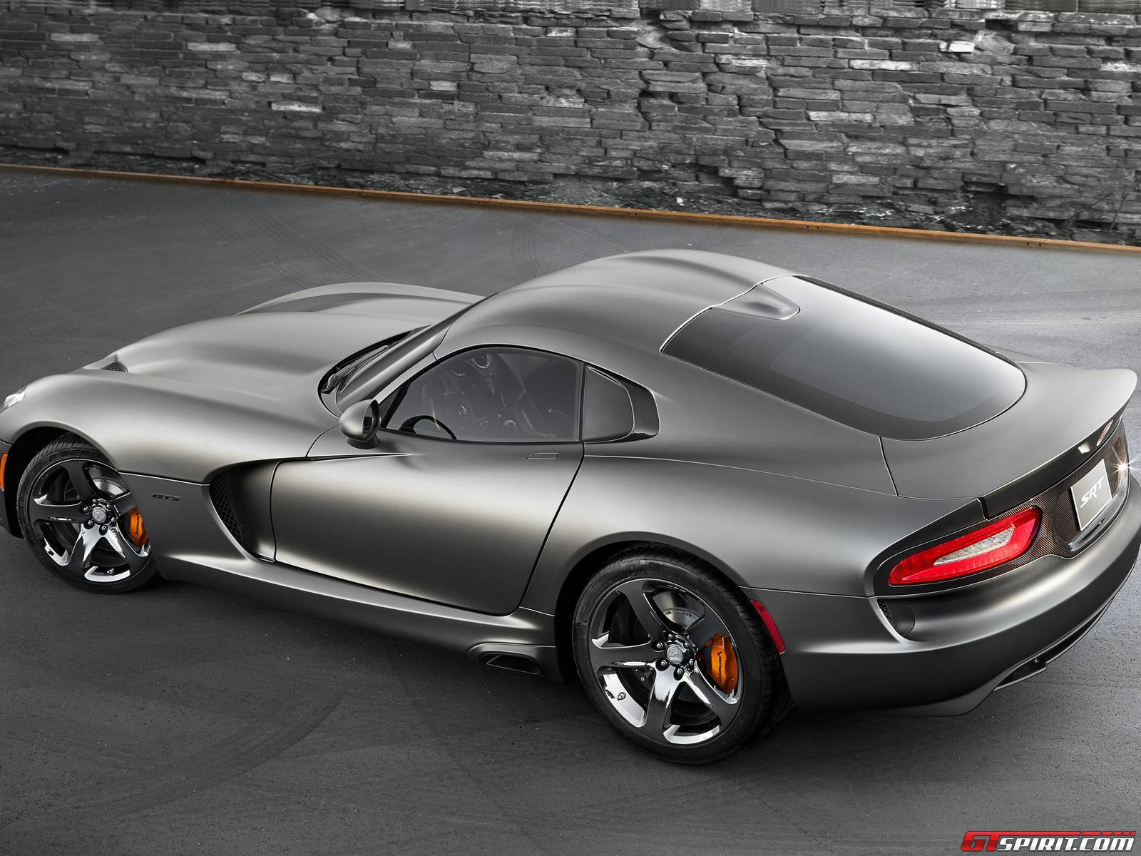 Captivating 2014 SRT Viper Anodized Carbon Special Edition