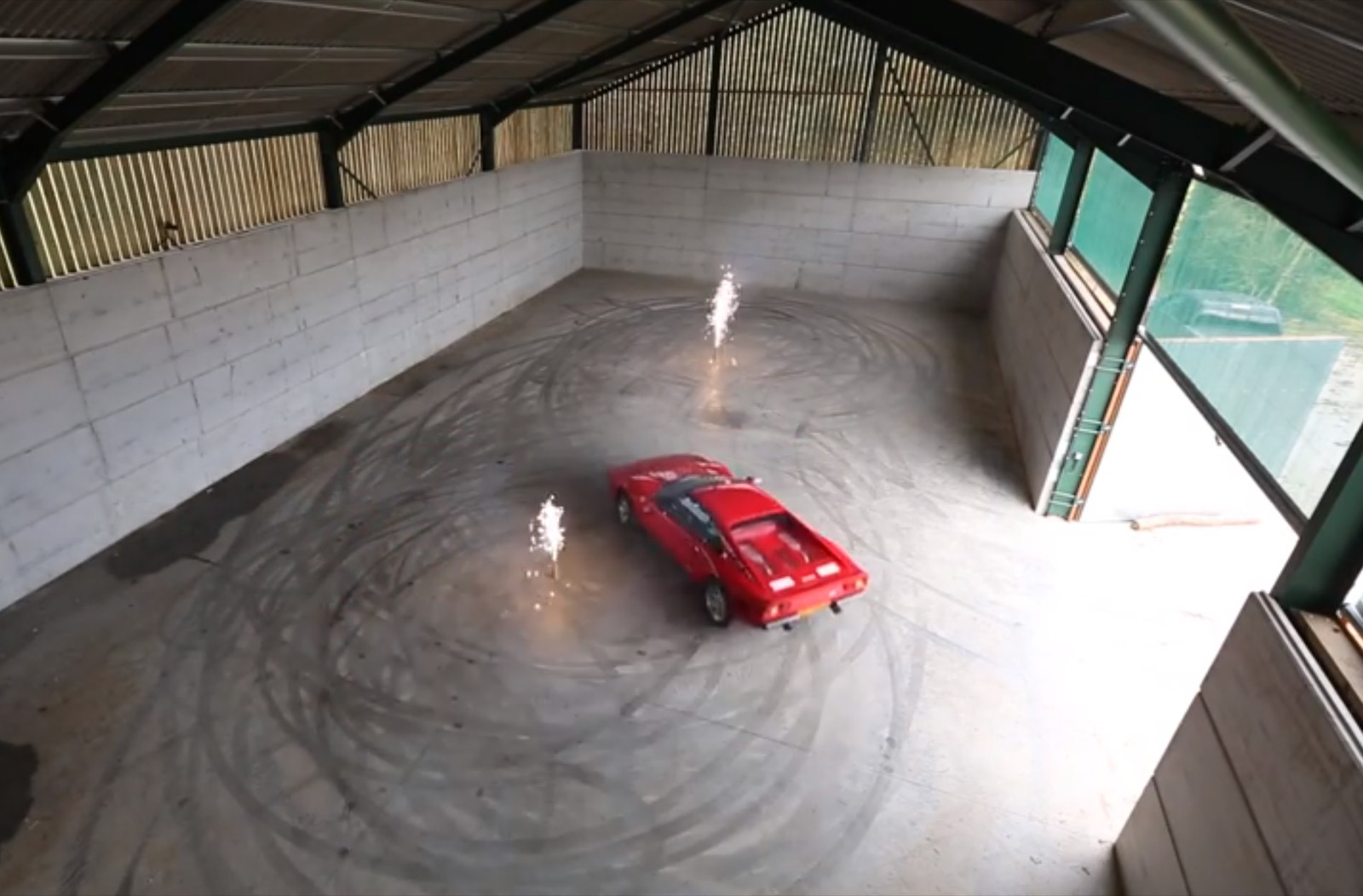 Video Taxtherich Returns With A Ferrari 288 Gto Drifting