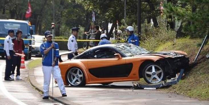 Fast And Furious Mazda RX VeilSide FDS Crashes Into Crowd In - Fast and furious car show