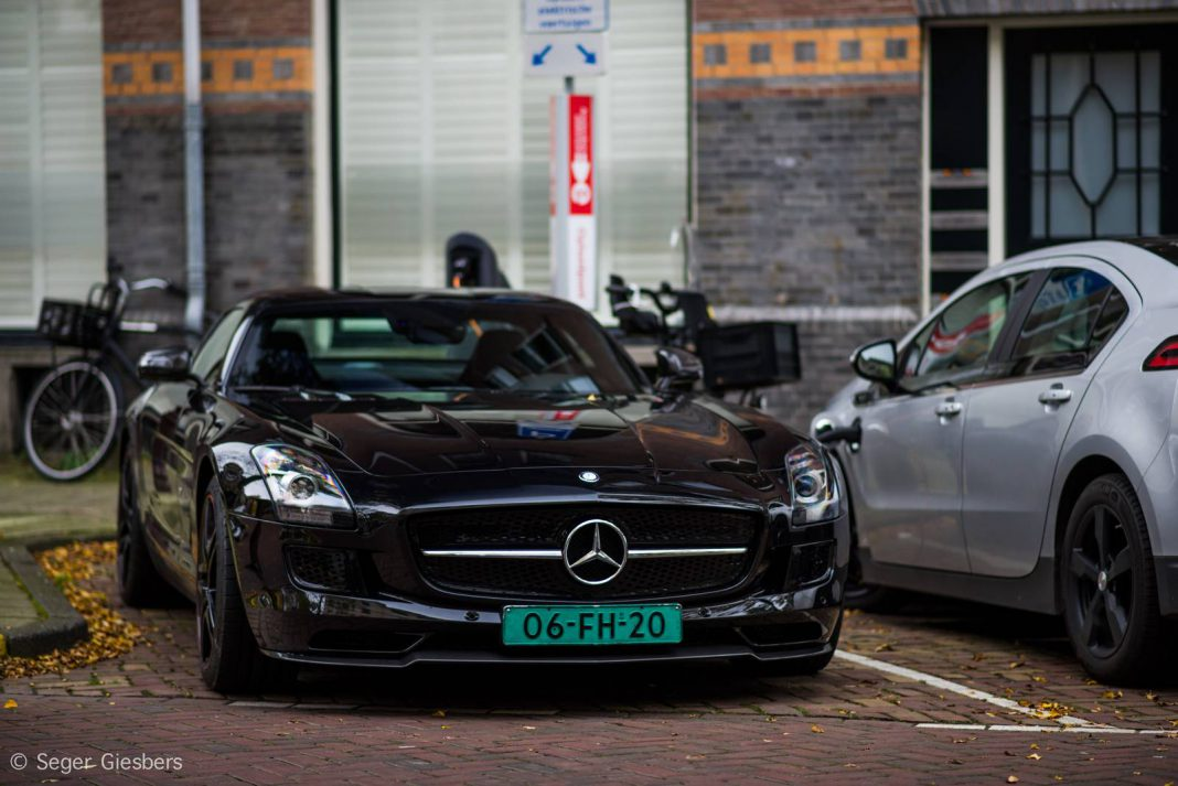 Mercedes benz sls amg electric drive spotted in amsterdam for Mercedes benz electric