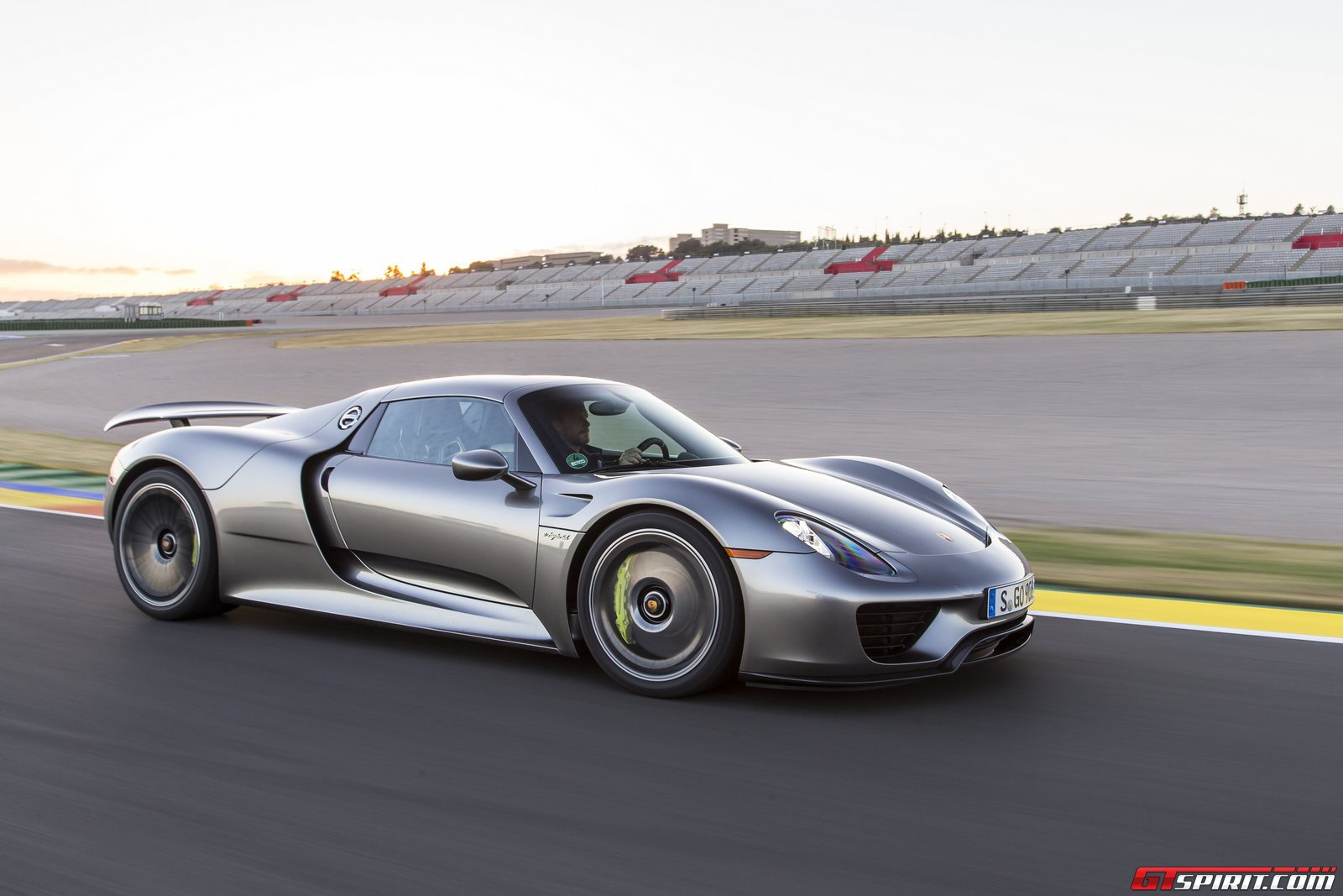 Road Test 2014 Porsche 918 Spyder Review