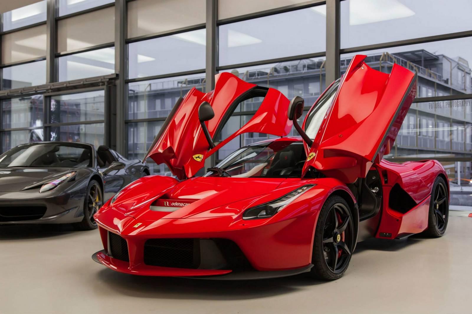 [Image: Ferrari-LaFerrari-9.jpg]