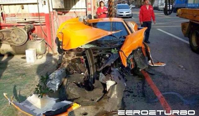 McLaren 12C Destroyed in Taiwan Crash