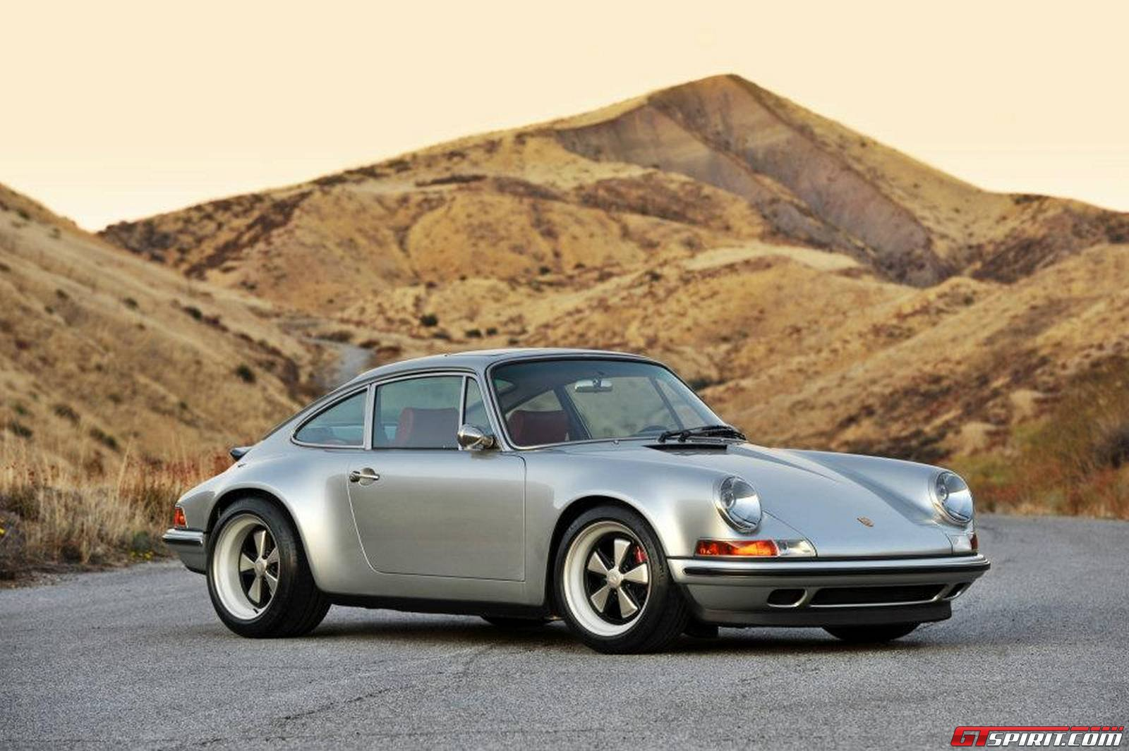 photo of the day singer 911 in racing silver with ruby red interior gtspirit. Black Bedroom Furniture Sets. Home Design Ideas