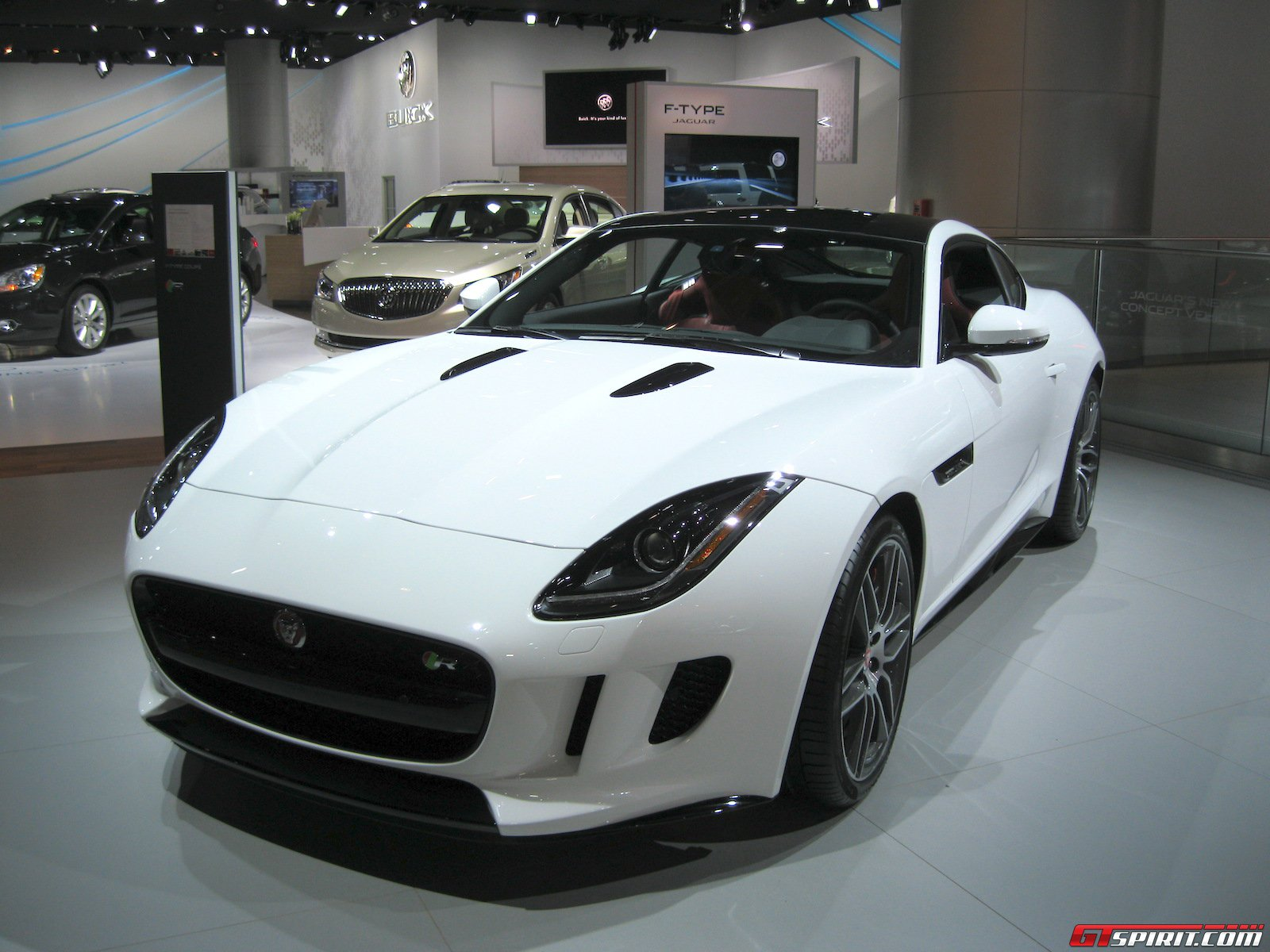 Detroit 2014: Jaguar F Type Coupé