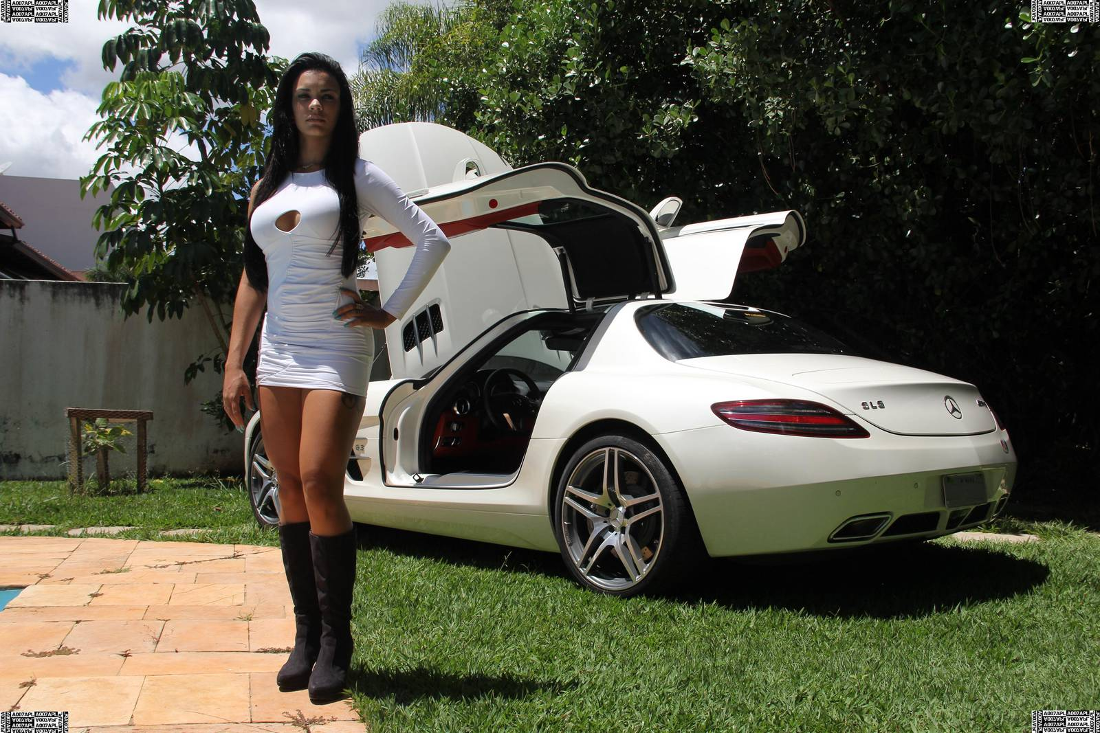 cars and girls mercedes benz sls amg brazilian model gtspirit. Black Bedroom Furniture Sets. Home Design Ideas