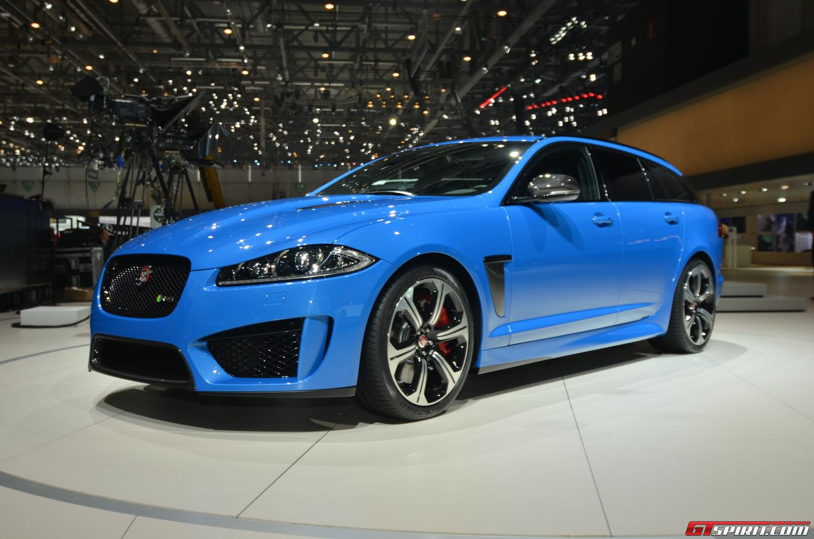 geneva 2014 jaguar xfr s sportbrake gtspirit. Black Bedroom Furniture Sets. Home Design Ideas