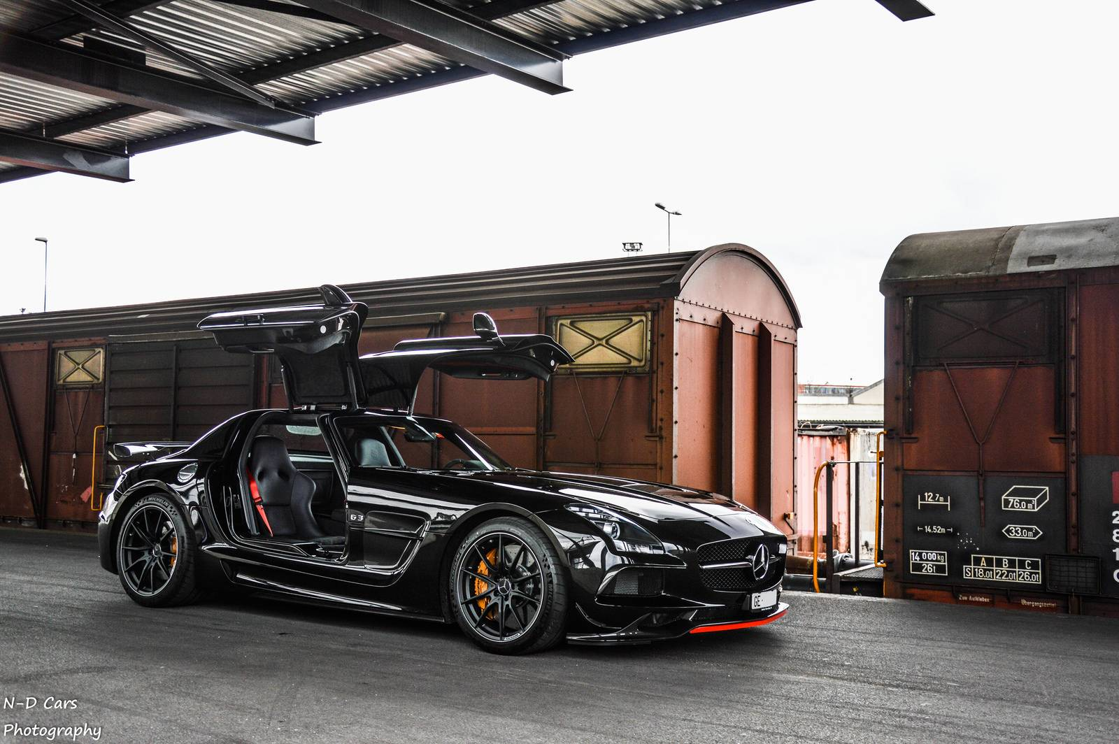 Black mercedes benz sls amg black series photoshoot gtspirit for Mercedes benz sls black series