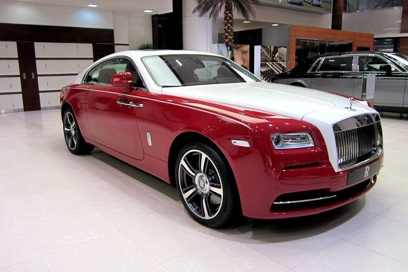 Rolls royce wraith in ensign red and english white gtspirit for Home decorators royce