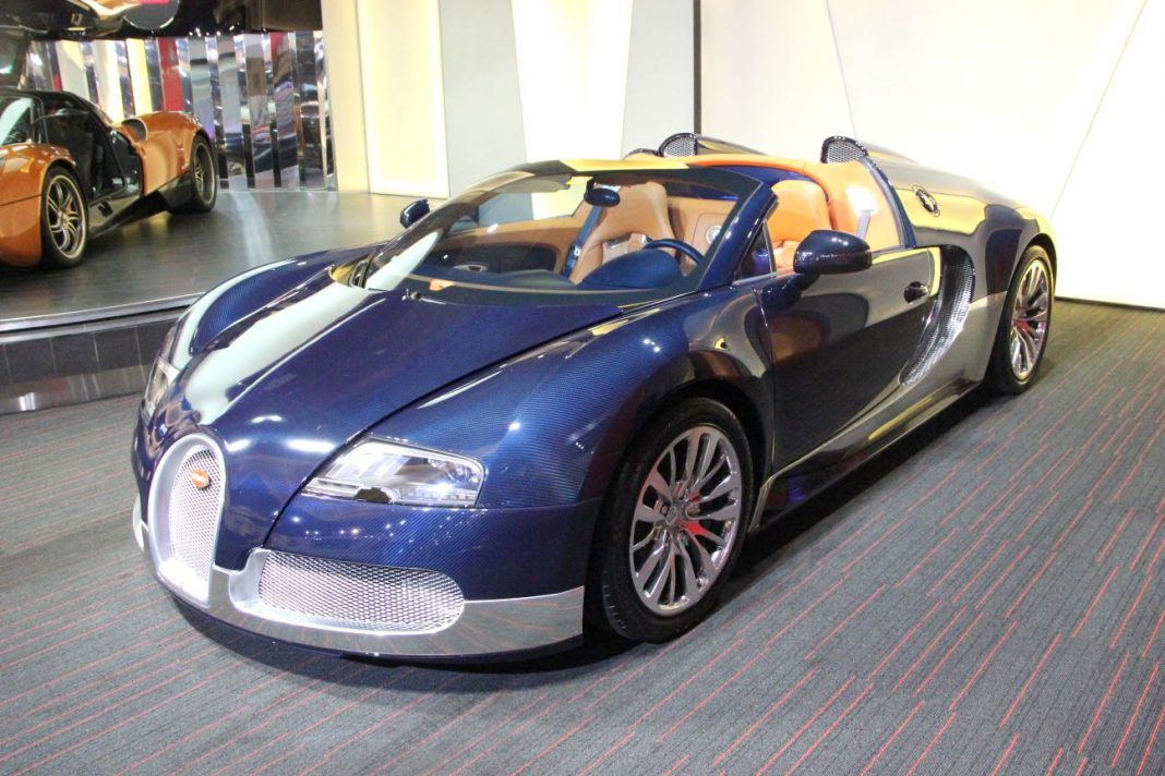 gorgeous blue carbon fibre and silver bugatti veyron grand sport for sale in. Black Bedroom Furniture Sets. Home Design Ideas