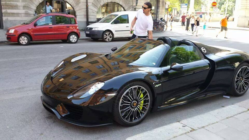 zlatan ibrahimovic drives his new porsche 918 spyder in sweden gtspirit. Black Bedroom Furniture Sets. Home Design Ideas