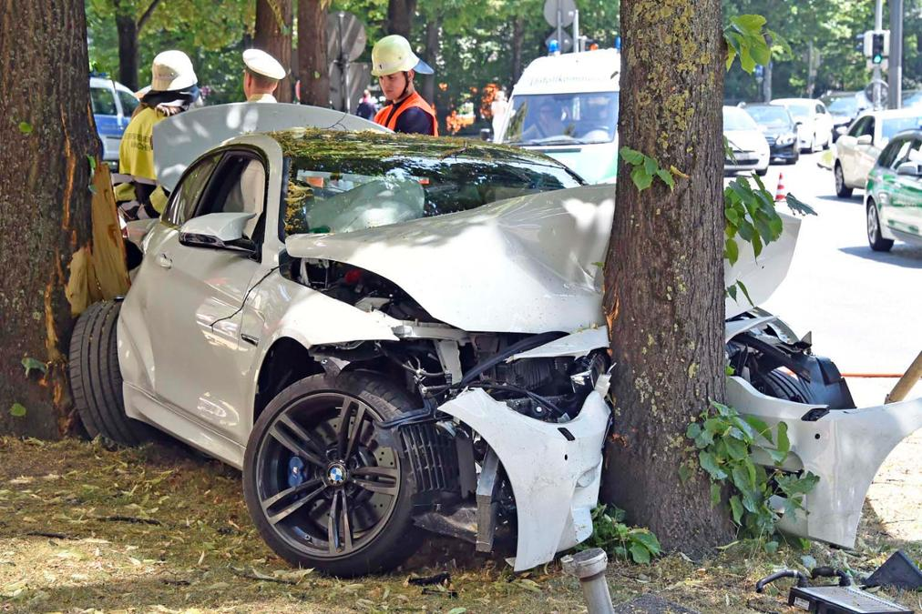 Bmw M4 Crashes Into A Tree In Munich Gtspirit