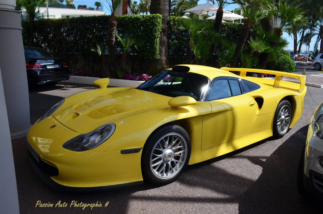 light yellow porsche 911 gt1 strassenversion spotted in cannes gtspirit. Black Bedroom Furniture Sets. Home Design Ideas