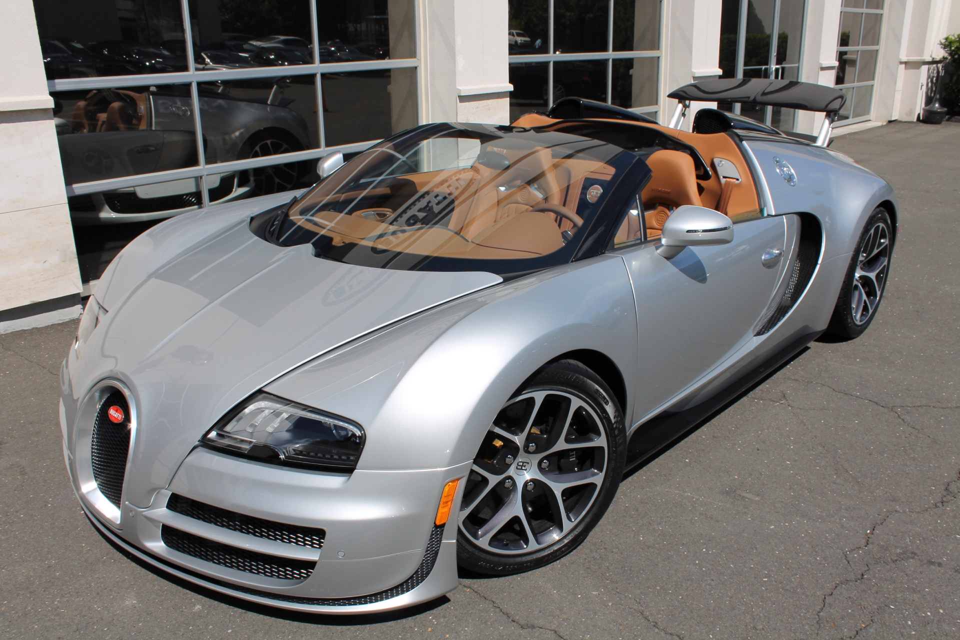 two bugatti veyron grand sport vitesse 39 s for sale at u s. Black Bedroom Furniture Sets. Home Design Ideas
