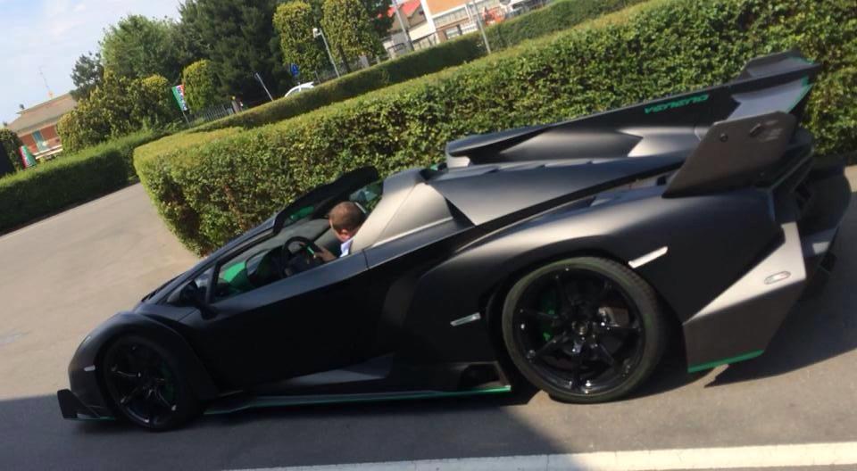 Lamborghini veneno black