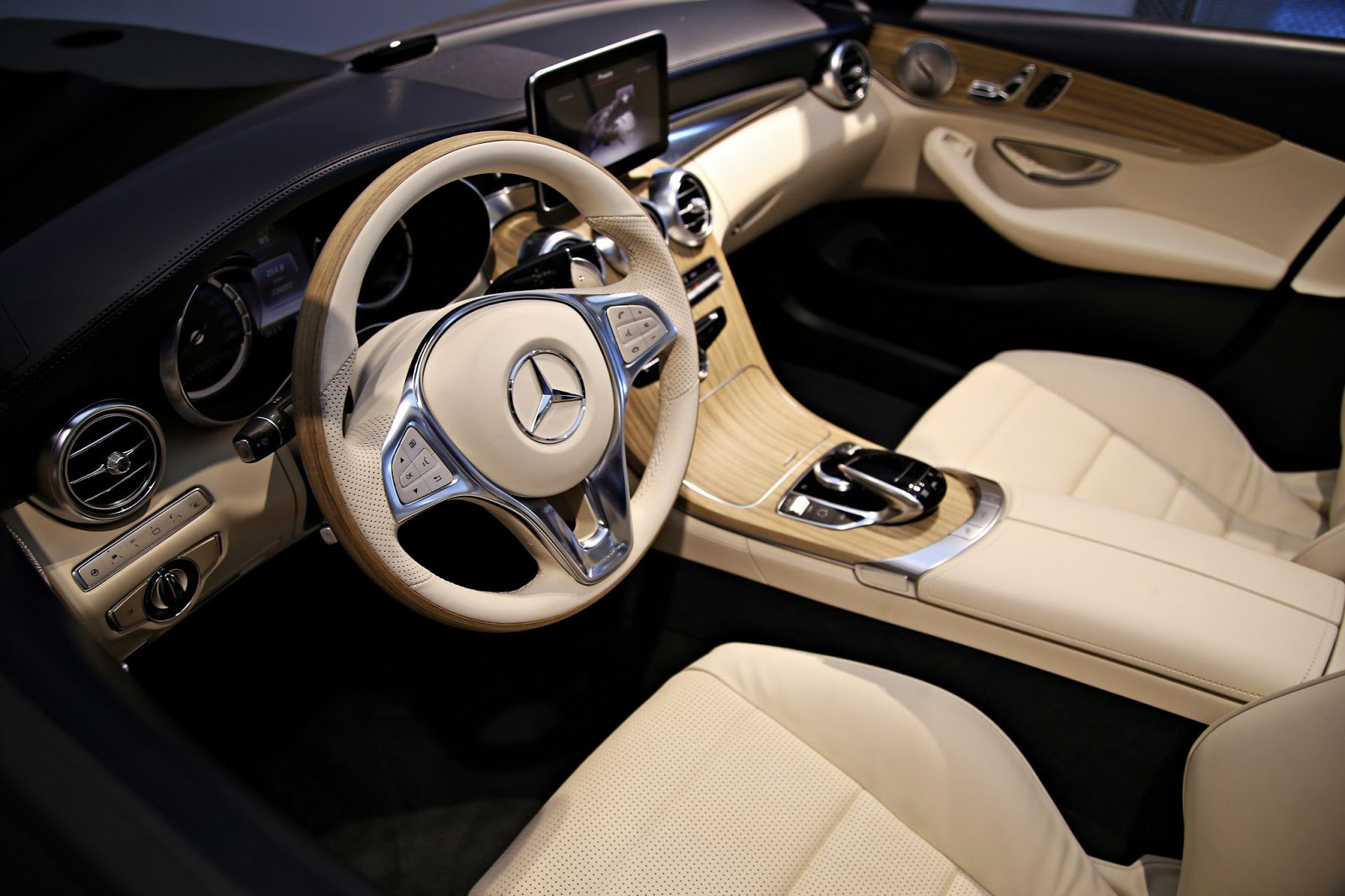 Pre Production Mercedes Benz C Class Cabriolet Interior Previewed