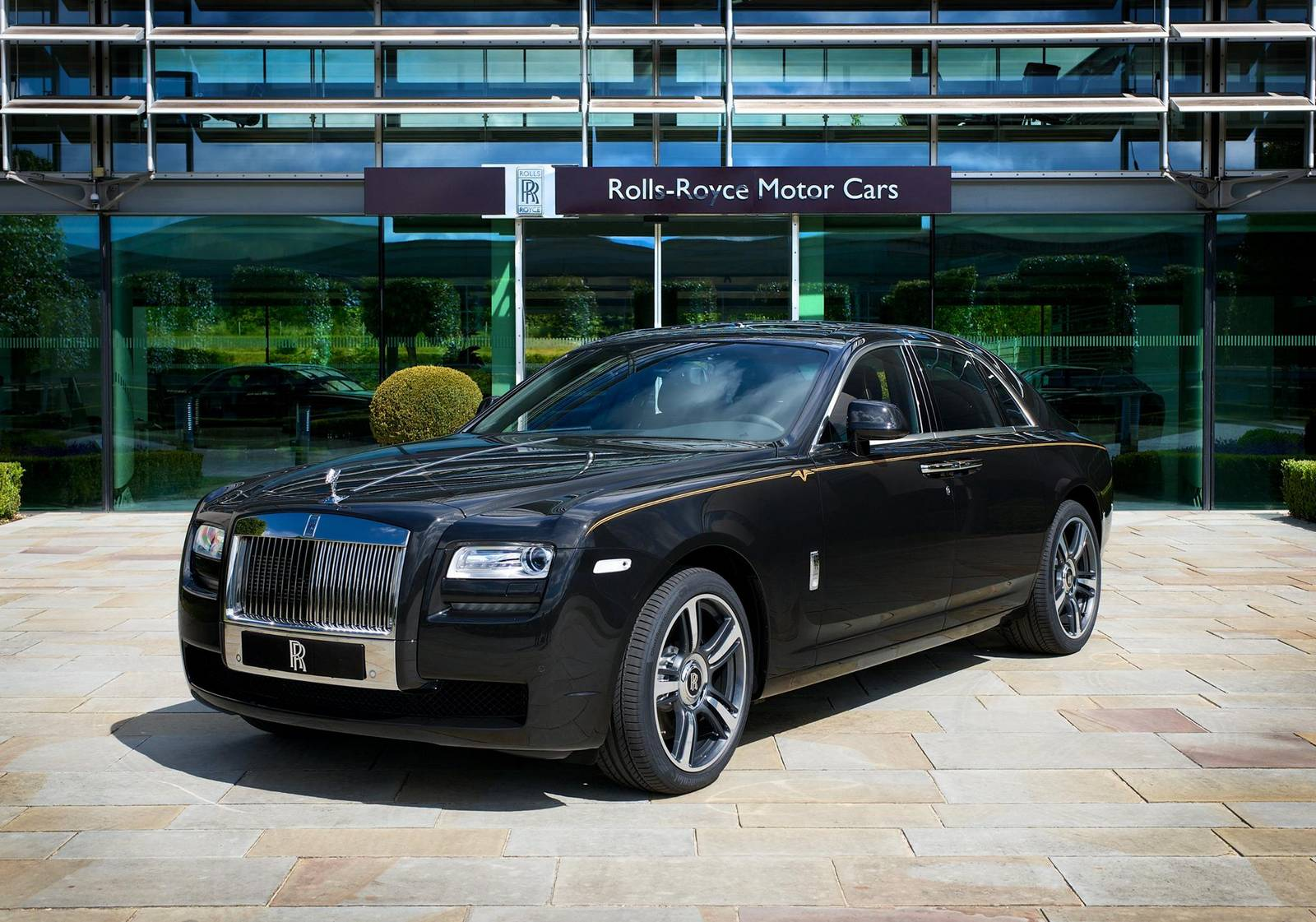 Rolls-Royce Ghost V-Specification 50th Anniversary Edition ...