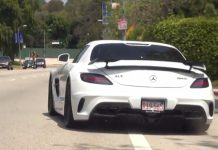Video: Renntech Mercedes-Benz SLS AMG Snarls!