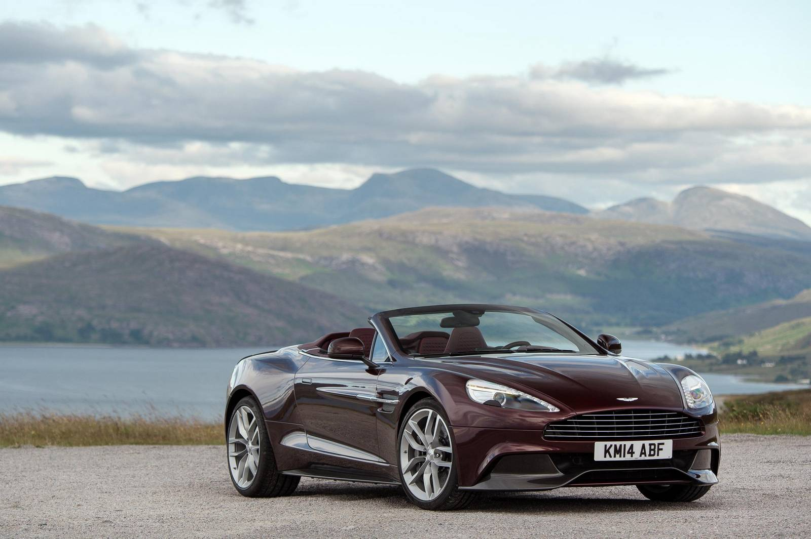 official 2015 aston martin vanquish and rapide s gtspirit. Black Bedroom Furniture Sets. Home Design Ideas