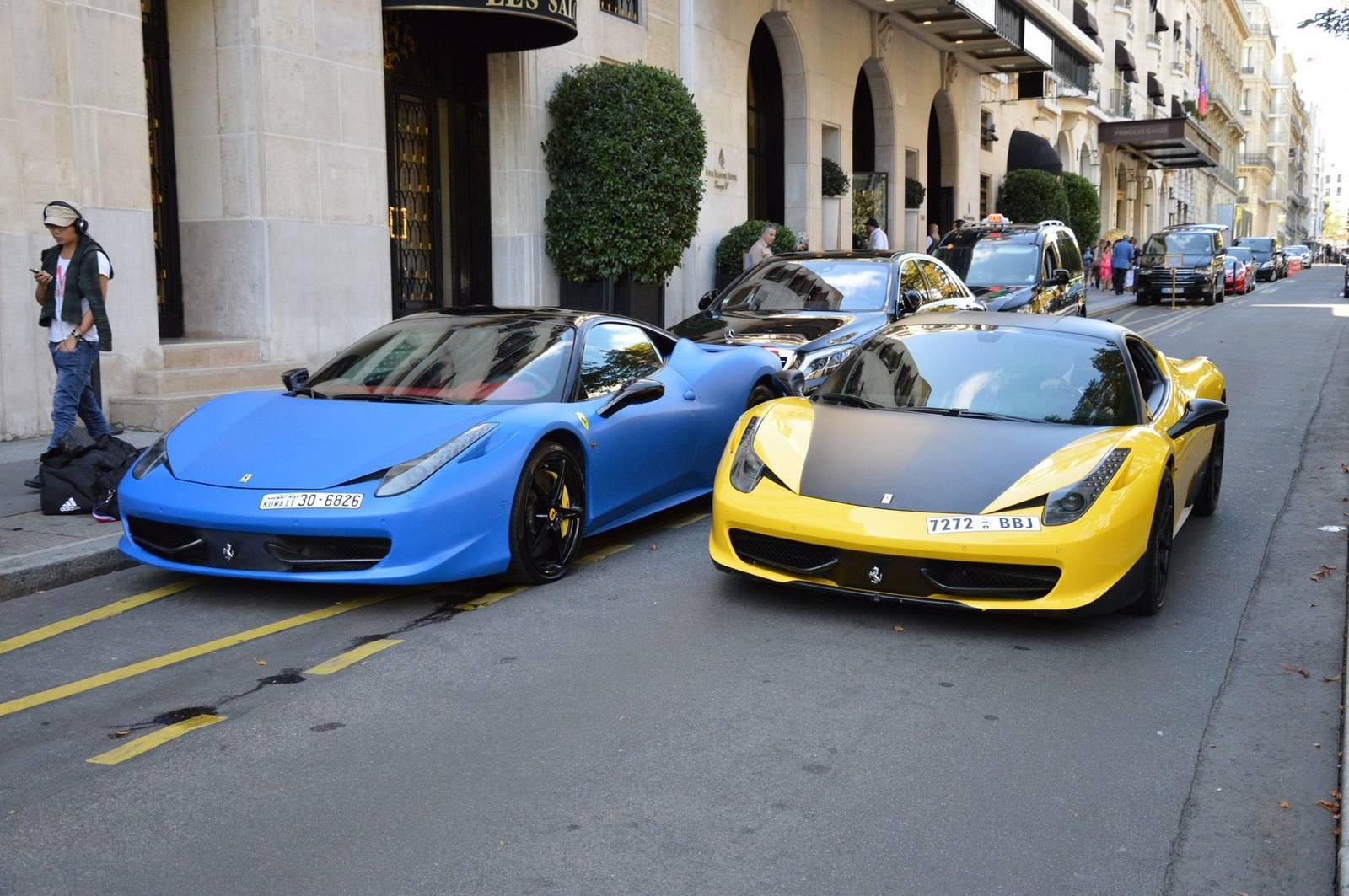 matt blue and yellow ferrari 458 italia duo in paris - Ferrari 458 Italia Blue