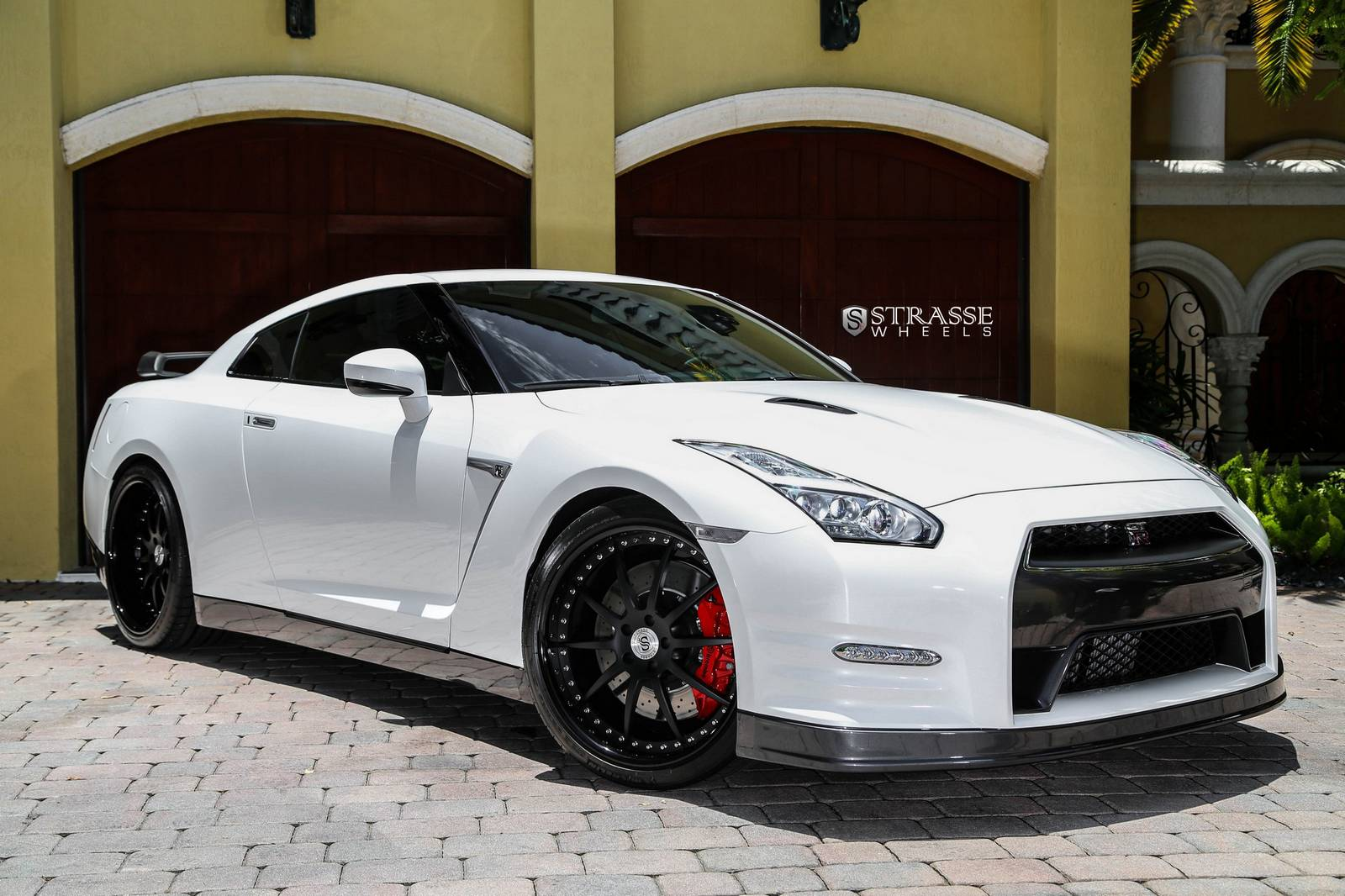 pearl white 2015 nissan gt r black edition with r10 strasse wheels gtspirit. Black Bedroom Furniture Sets. Home Design Ideas